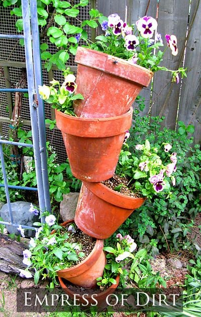 How to make tipsy pots: a wonderful optical illusion planter for the garden!