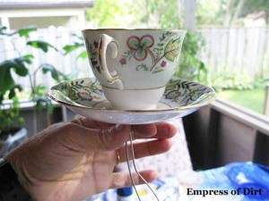how to make a teacup birdfeeder
