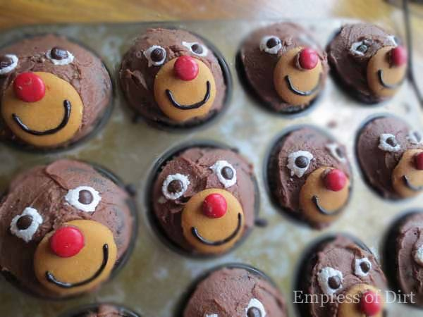 How to make reindeer cupcakes - a favourite treat at bake sales! by empressofdirt.net