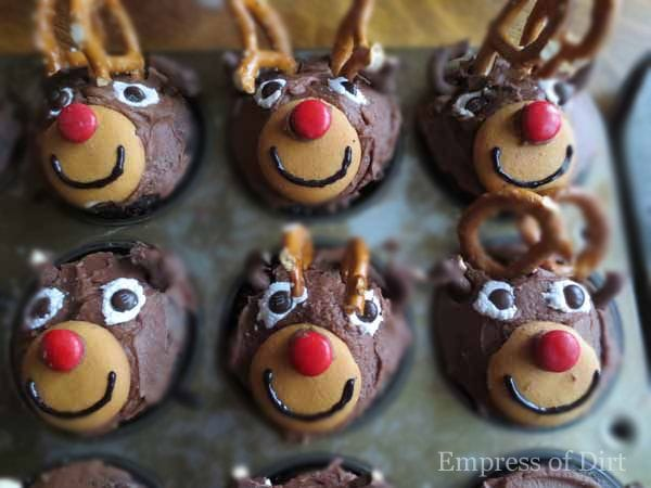 How to make a herd of reindeer cupcakes - a favourite treat at bake sales! by empressofdirt.net