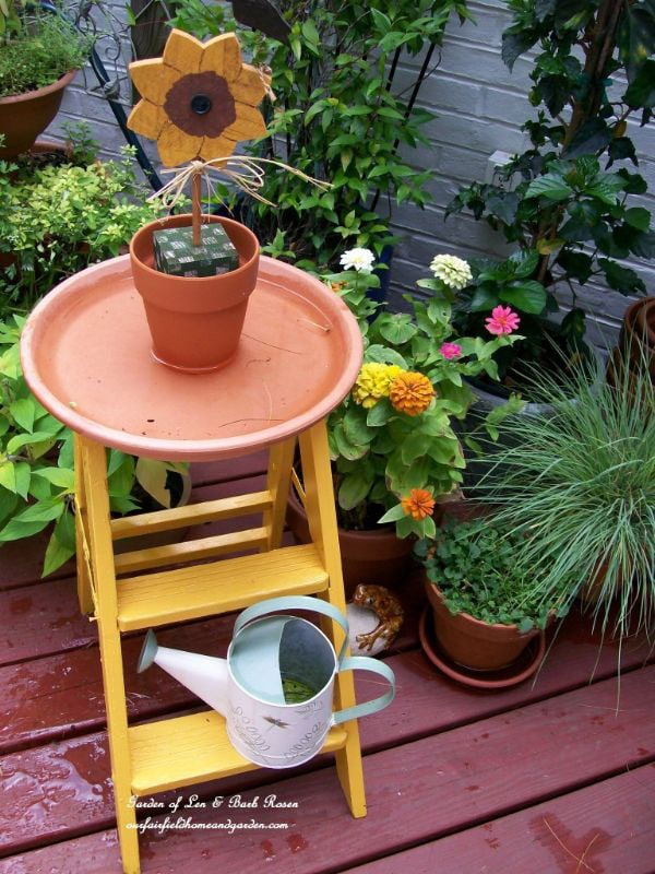 Creative and Frugal DIY Garden Art Projects: DIY garden art birdbath