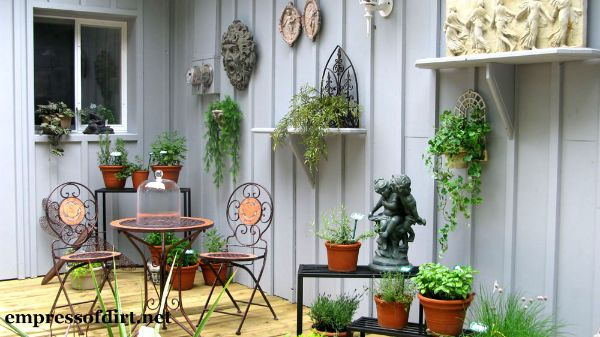 Garden Deck with Treasures