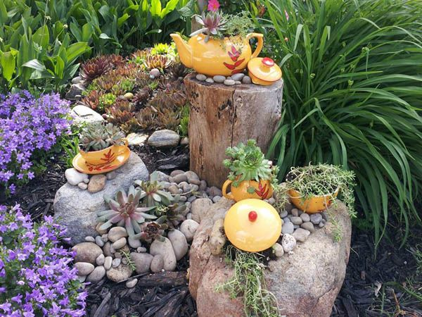 Tea set in the garden: Fabulous garden container ideas