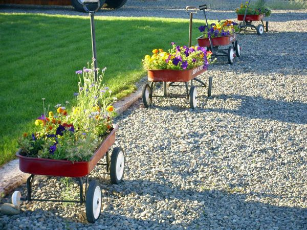 Wagons in a row! Fabulous garden container ideas