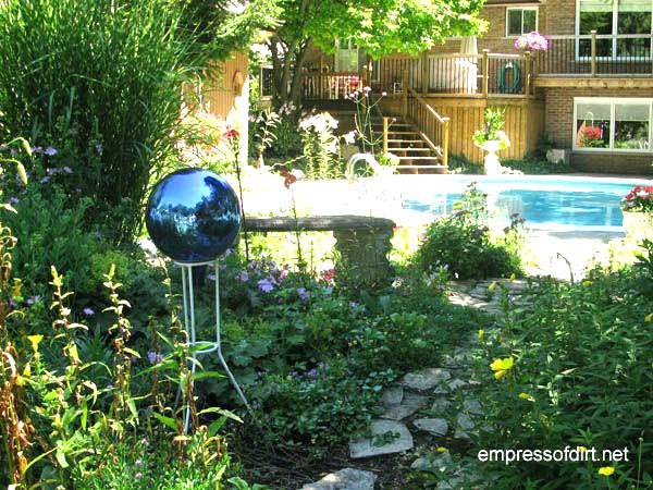 Gallery of creative garden art balls with tutorials | Gazing Ball