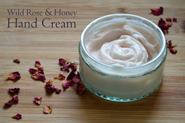 Great garden party ideas: Make homemade hand cream to give to guests via http://www.lovelygreens.com
