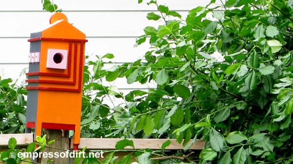 Colourful birdhouses / Empress of Dirt