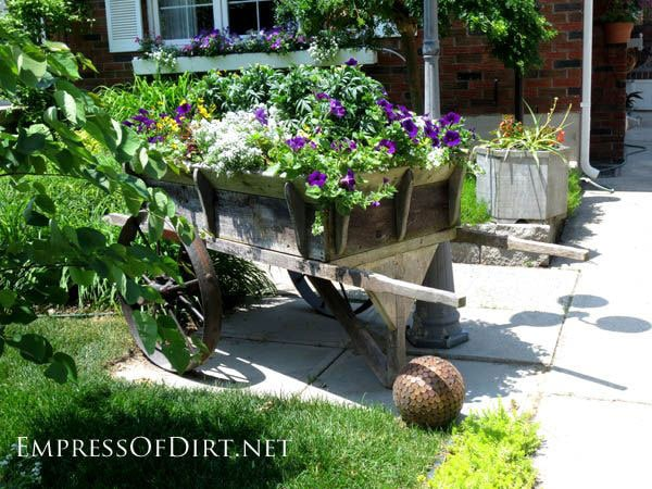 Creative DIY garden container ideas - Old wagon used as a planter