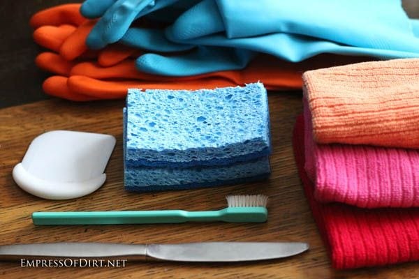 Make A Home Cleaning Kit includes recommended supplies and eco-friendly recipes