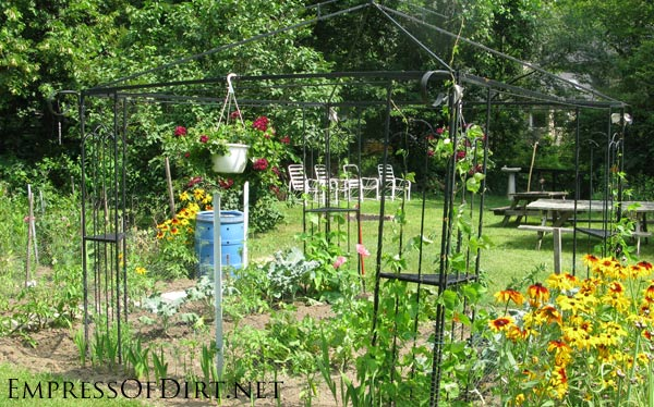 20+ Ideas for your home veggie garden - inground garden with overhead trellis