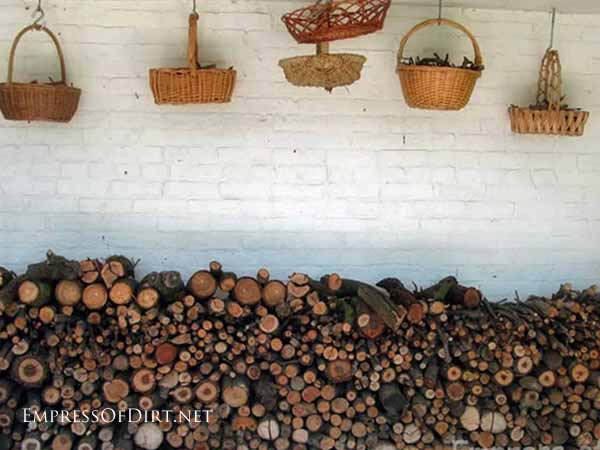 25+ Creative Ideas For Garden Fences | Try grouping various natural materials