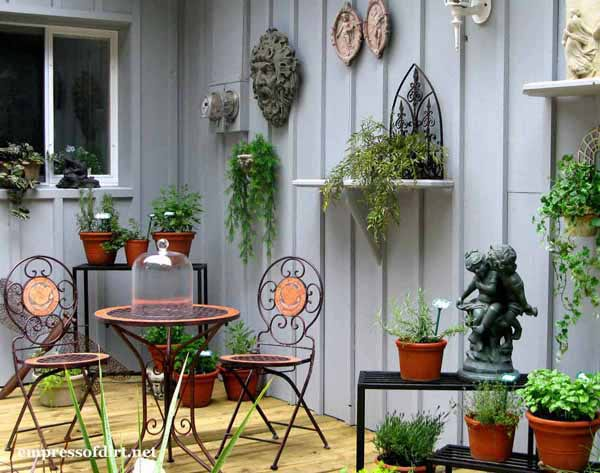 25+ Creative Ideas For Garden Fences | Use shelves to show off your decor