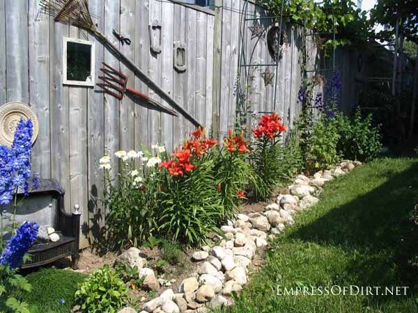 25+ Creative Ideas For Garden Fences | Old Frames and Mirrors