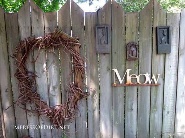 25+ Creative Ideas For Garden Fences | A Cat-Themed Display