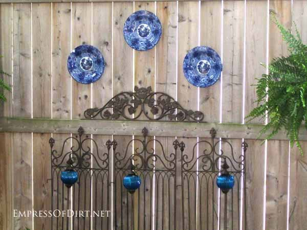 25+ Creative Ideas For Garden Fences | Blue plates
