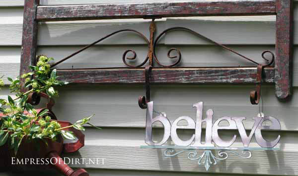 25+ Creative Ideas For Garden Fences | Old gate with word sign