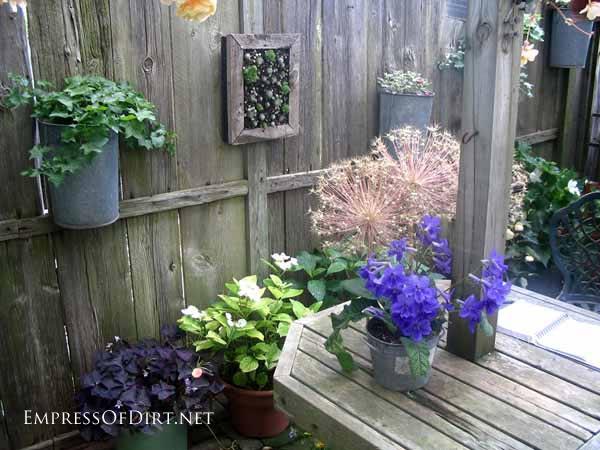 25+ Creative Ideas For Garden Fences | Hanging Galvanized Buckets