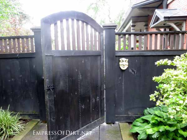 25+ Creative Ideas For Garden Fences | Simple touches can make a big difference