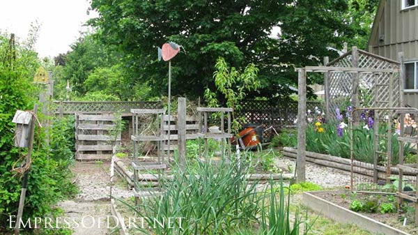 20+ Ideas for your home veggie garden - raised beds in a formal pattern